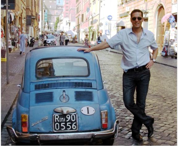 Wolfgang Brettl in Rom mit einem wunderbaren Fiat 500