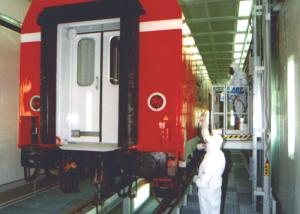 Lackier- und Trocknungsanlage für Schienenfahrzeuge.